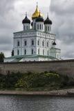 Cattedrale della trinità a Pskov fotografia stock libera da diritti