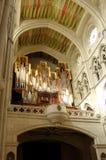 Cattedrale di Almudena, Madrid. Organo nel coro Immagini Stock