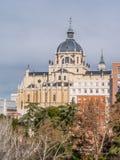 Cattedrale di Almudena a Royal Palace a Madrid Fotografie Stock Libere da Diritti