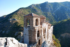 Cattedrale di Anchient in montagne fotografie stock