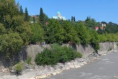 Cattedrale di Bagrati sull'alta banca del fiume di Rioni in Kutaisi Immagini Stock