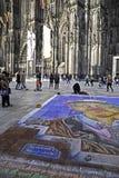 Cattedrale di Colonia e un gesso che assorbe parte anteriore Immagine Stock