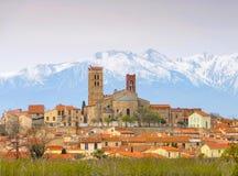 Cattedrale di Elne e Pic du Canigou Fotografia Stock