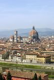 Cattedrale di Firenze e fiume Arno da sopra immagini stock libere da diritti