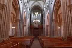 Cattedrale di Ginevra St Pierre dentro con i banchi di chiesa e l'organo Fotografia Stock Libera da Diritti