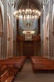 Cattedrale di Ginevra St Pierre dentro con l'organo ed i banchi di chiesa fotografia stock