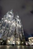 Cattedrale di Koln alla notte Fotografie Stock