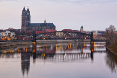 Cattedrale di Magdeburgo e ponte di ascensore Fotografia Stock Libera da Diritti