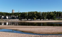 Cattedrale di Orleans e banche del fiume Loira Immagini Stock