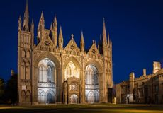 Cattedrale di Peterborough alla notte fotografie stock libere da diritti