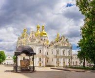 Cattedrale di presupposto del Kyiv Pechersk Lavra nella primavera, U fotografia stock libera da diritti