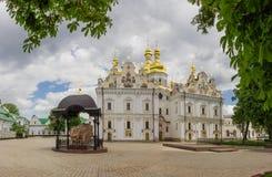 Cattedrale di presupposto di Kyiv Pechersk Lavra nella primavera fotografie stock libere da diritti