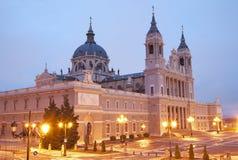 Cattedrale di Real de La Almudena della La di Santa Maria - di Madrid nella mattina Fotografia Stock