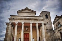 Cattedrale di San Marino sotto un cielo grigio Immagine Stock