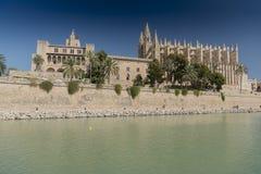 Cattedrale di Santa MarÃa e Royal Palace di La Almudaina L ` Almudaina Palma Majorca Immagini Stock Libere da Diritti