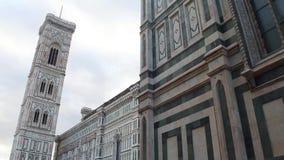 Cattedrale di Santa Maria del Fiore a Firenze sul quadrato del duomo - più grande attrazione nella città - la Toscana stock footage
