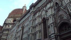 Cattedrale di Santa Maria del Fiore a Firenze sul quadrato del duomo - Toscana stock footage