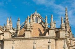 Cattedrale di Siviglia con la torre di Giralda in Spagna Fotografia Stock Libera da Diritti