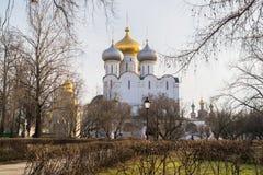 Cattedrale di Smolensky e cappella di Prokhorov nel convento di Novodevichy, Mosca Fotografia Stock Libera da Diritti