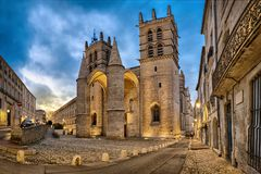 Cattedrale di St Peter al crepuscolo a Montpellier, Francia Fotografia Stock