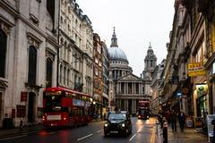 Cattedrale di StPaul's con Ludgate Hill Street Fotografia Stock