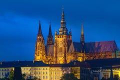 Cattedrale di Vitus del san alla notte Fotografia Stock