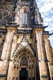 Cattedrale di Vitus del san a Praga, parte della facciata Immagine Stock