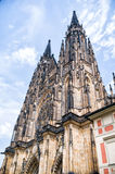 Cattedrale di Vitus del san sul fondo del cielo blu Fotografia Stock