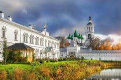 Cattedrale di Vvedensky ed il campanile Fotografia Stock Libera da Diritti