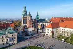 Cattedrale di Wawel a Cracovia, Polonia Vista aerea alla luce di tramonto Fotografia Stock Libera da Diritti