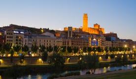 Cattedrale e città di Lleida con il cielo di sera Immagini Stock