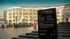 Cattedrale e segnale di informazione del ` s di St Paul Fotografia Stock Libera da Diritti
