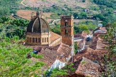 Cattedrale Inmaculada Concepción nel villaggio di Barichara immagini stock libere da diritti