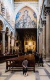 Cattedrale interna pregante di Pisa della donna, Italia Fotografia Stock Libera da Diritti