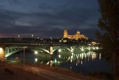 Cattedrali di Salamanca alla notte Immagini Stock Libere da Diritti
