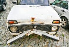 Cattiva vista dell'automobile dopo l'incidente stradale immagini stock