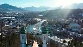 cattive alpi Baviera della chiesa di Toelz Kalvarienberg di volo aereo 4k archivi video