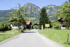 Cattivo Oberdorf nelle alpi di Allgaeu in Baviera Fotografie Stock Libere da Diritti