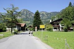 Cattivo Oberdorf nelle alpi di Allgaeu in Baviera Fotografie Stock