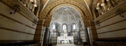 Cattolico panoramico dello statut della chiesa immagini stock