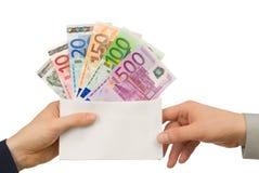 Cattura dei soldi in una busta Fotografia Stock