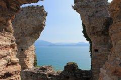 Руины грота Catullus в Sirmione на озере Garda Италии стоковое фото