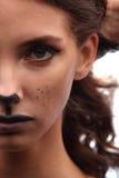 catwoman сексуальное женщина в женское бельё с составом и ушами кота Стоковые Фотографии RF
