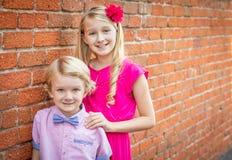 Caucásico joven adorable Brother y hermana Portrait fotos de archivo