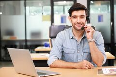 Free Caucasian Businessman IT Operator Answering Online Phone Call From Customer As 24/7 Customer Service Royalty Free Stock Photography - 196131067
