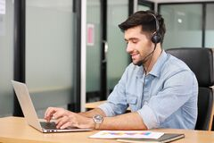 Free Caucasian Businessman IT Operator Answering Online Phone Call From Customer As 24/7 Customer Service Stock Images - 196131094