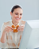 Caucasian businesswoman eating donuts Royalty Free Stock Images