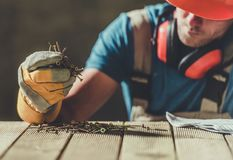 Worker with Wood Screws Royalty Free Stock Photos