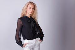 caucasian elegantt för affärskvinna fotografering för bildbyråer