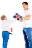 Caucasian fader av boxning med sonen Royaltyfri Fotografi